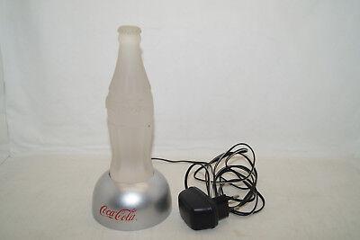 Coca Cola Flasche auf Sockel mit LED Beleuchtung Lampe rot grün blau