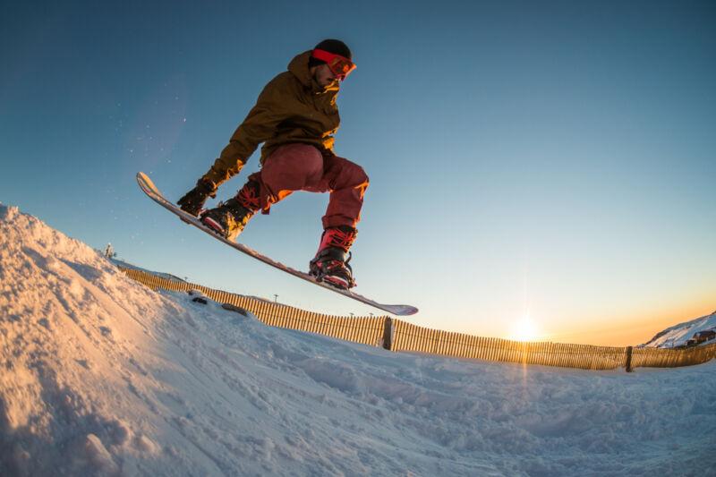 Clever einkaufen: Gut erhaltene gebrauchte Snowboards von Markenherstellern für mehr Fahrspaß. (Foto: Thinkstock)