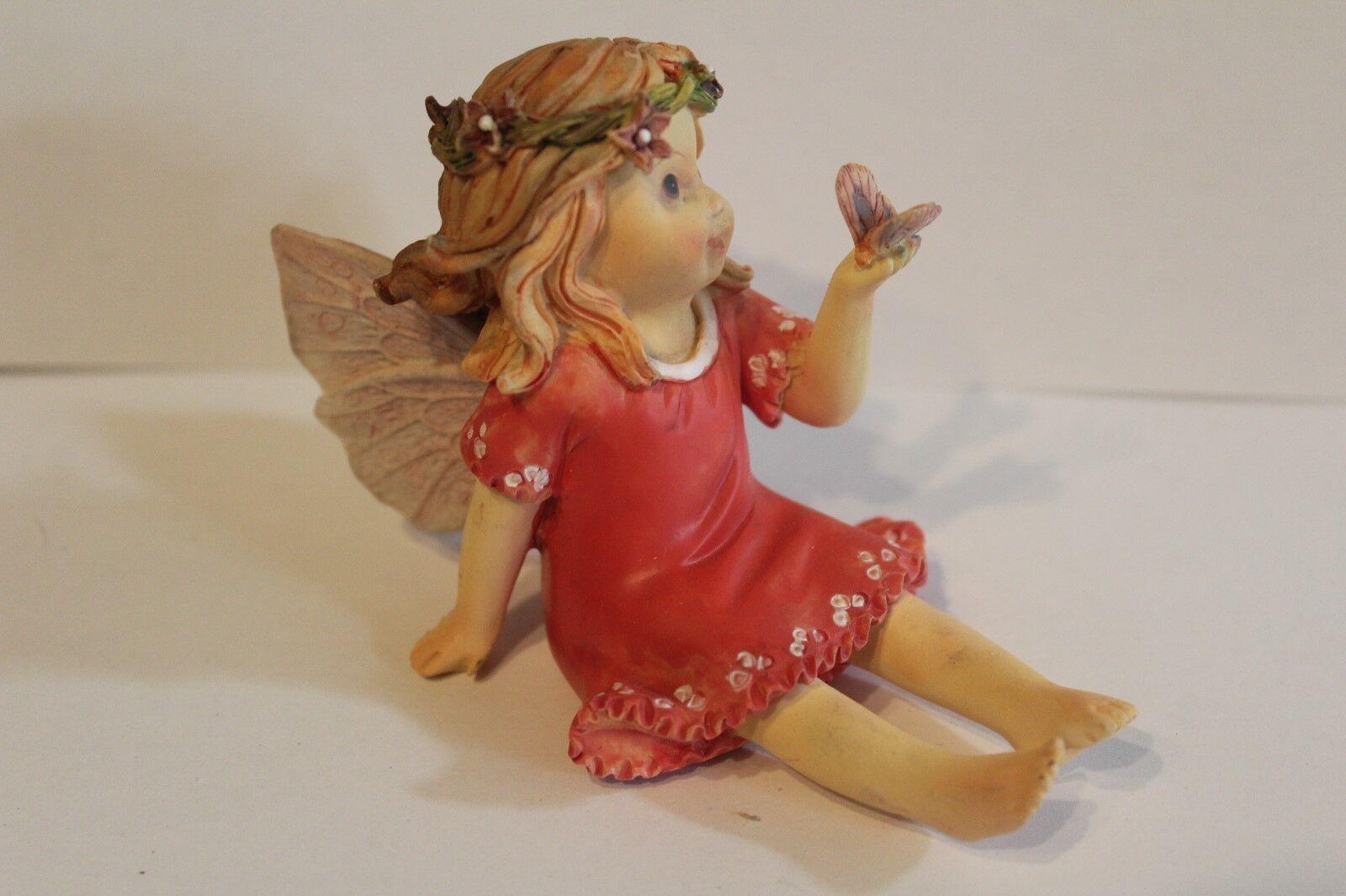 """Deko Figur  """"Baby Ferry rot mit Schmetterling sitzend """" L:10  H: 6,5 B. 5,5 cm"""