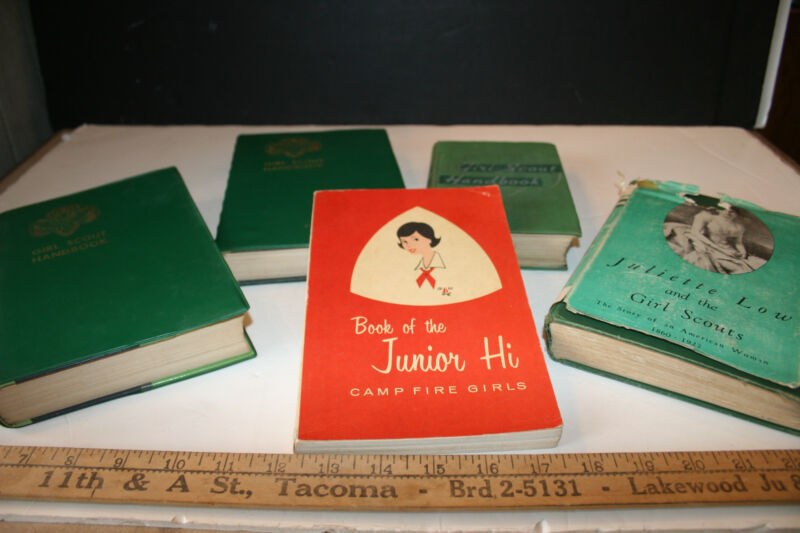 GIRL SCOUT MIXED LOT of COLLECTABLE HANDBOOKS book of junior hi, Juliette Low