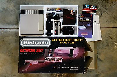 Nintendo Entertainment System (NES) Action Set in Box Tested  (No Zapper)