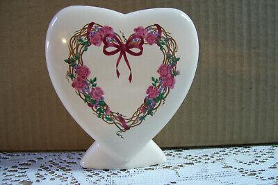"""Vintage Heart Shaped Flowers Vase Or Desk Pen Holder Decorative Figurine 4"""" Tall"""