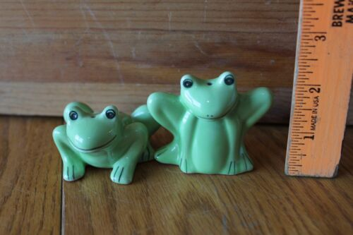 Frog Salt & Pepper Shakers Green Frogs toads Porcelain Vintage Handmade Bermuda