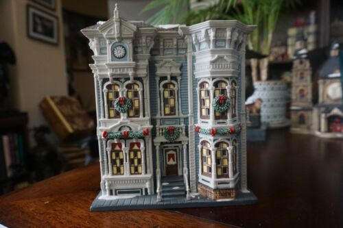 """Dept 56 59236 Christmas In The City """"Lowry Hill Apartments"""" Illuminated Building"""