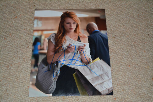 BELLA THORNE sexy signed Autogramm 20x25 cm In Person