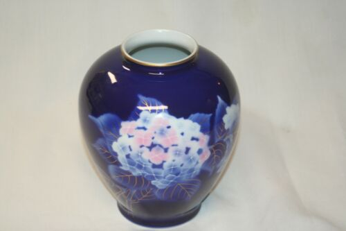 Vintage Fukagawa Vase Hydrangea
