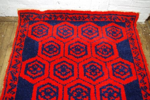 VTG 70s MID CENTURY LATCH HOOK RUG HANDMADE WALL HANGING RED & BLUE ALMOST DONE