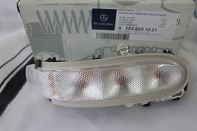 Genuine Mercedes-Benz W203 C-Class RH Mirror Repeater Indicator Lamp A2038201021
