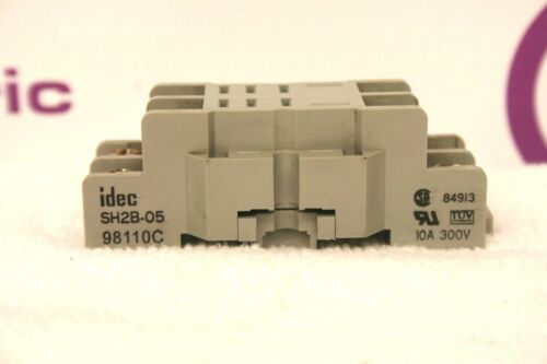 Idec SH2B-05 Relay Base *XLNT* SH2B05