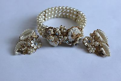 Vintage co-ordinating bracelet and earrings. Faux pearls