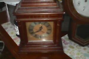 2 antique clocks Drouin Baw Baw Area Preview