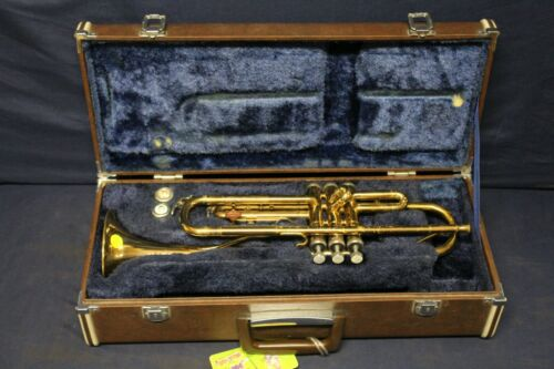 Holton Collegiate Trumpet Made with Case And Mouthpiece