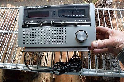 Vintage Realistic Chronomatic 219 clock radio