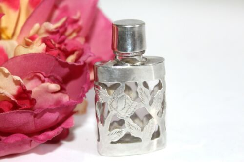 ATQ VICTORIAN STERLING EXQUISITE CARVED ETCHED GLASS SMALL SNUFF BOTTLE MS3