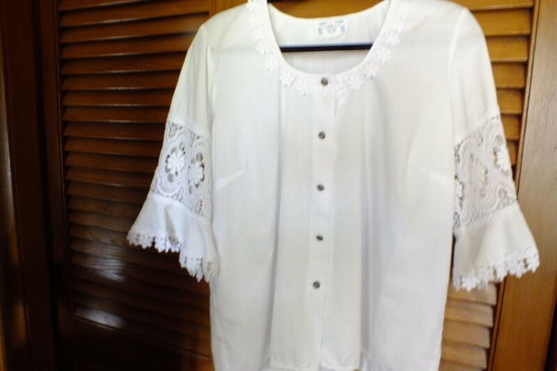 Womans blouse for German Dirndl