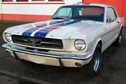Ford Mustang Coupe V8 260 creme