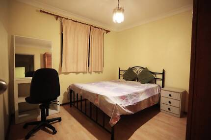 Cheap accomodation for a couple or girls
