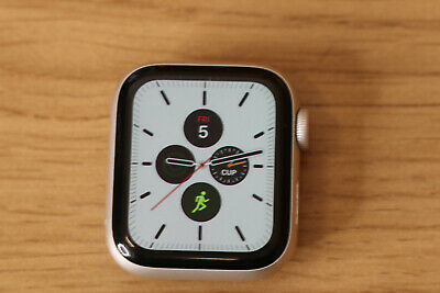 Apple Watch Series 4 40 mm Silver Aluminum Case  (GPS + Cellular) #2