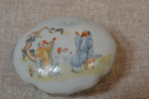 RARE ANTIQUE EROTIC CHINESE PORCELAIN SNUFF/TRINKET BOX - SIGNED