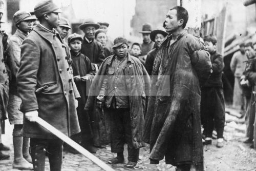 WW2 photo Kuomintang Army Officer interrogates Chinese accused of spying fo #437