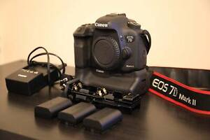 Canon 7D MKII   genuine battery grip