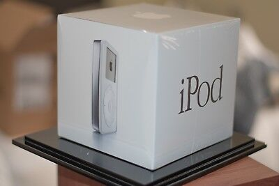 SEALED Apple iPod classic 1st Generation White (5GB) THE VERY FIRST iPOD!!