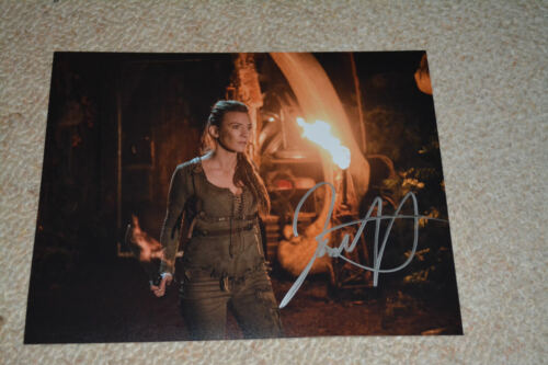 JESSICA HARMON signed  Autogramm 20x25  In Person THE 100
