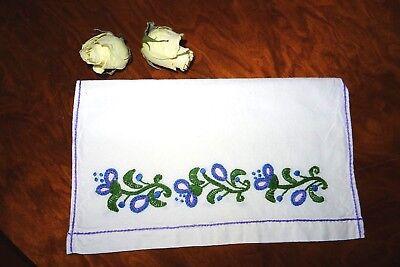 Schöner Taschentuchbehälter Reinleinen weiß schöne Blütenstickerei Handarbeit