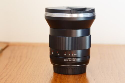 ZEISS Distagon T 21mm f/2.8 MF ZE Lens For Canon EF - Mint