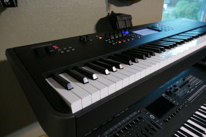YamahaMODX8 88-Key Weighted Action Synthesizer + Extra Yamaha Power Supply