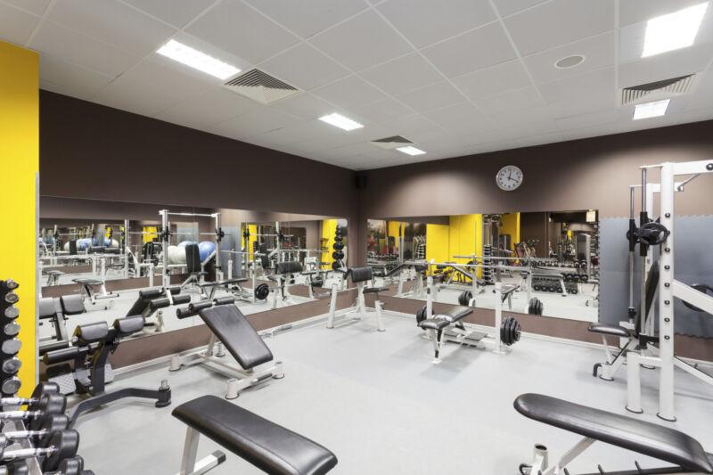Mit gebrauchten Fitnessgeräten lassen sich die eigenen vier Wände in ein Fitnessstudio verwandeln. (Foto: Thinkstock)