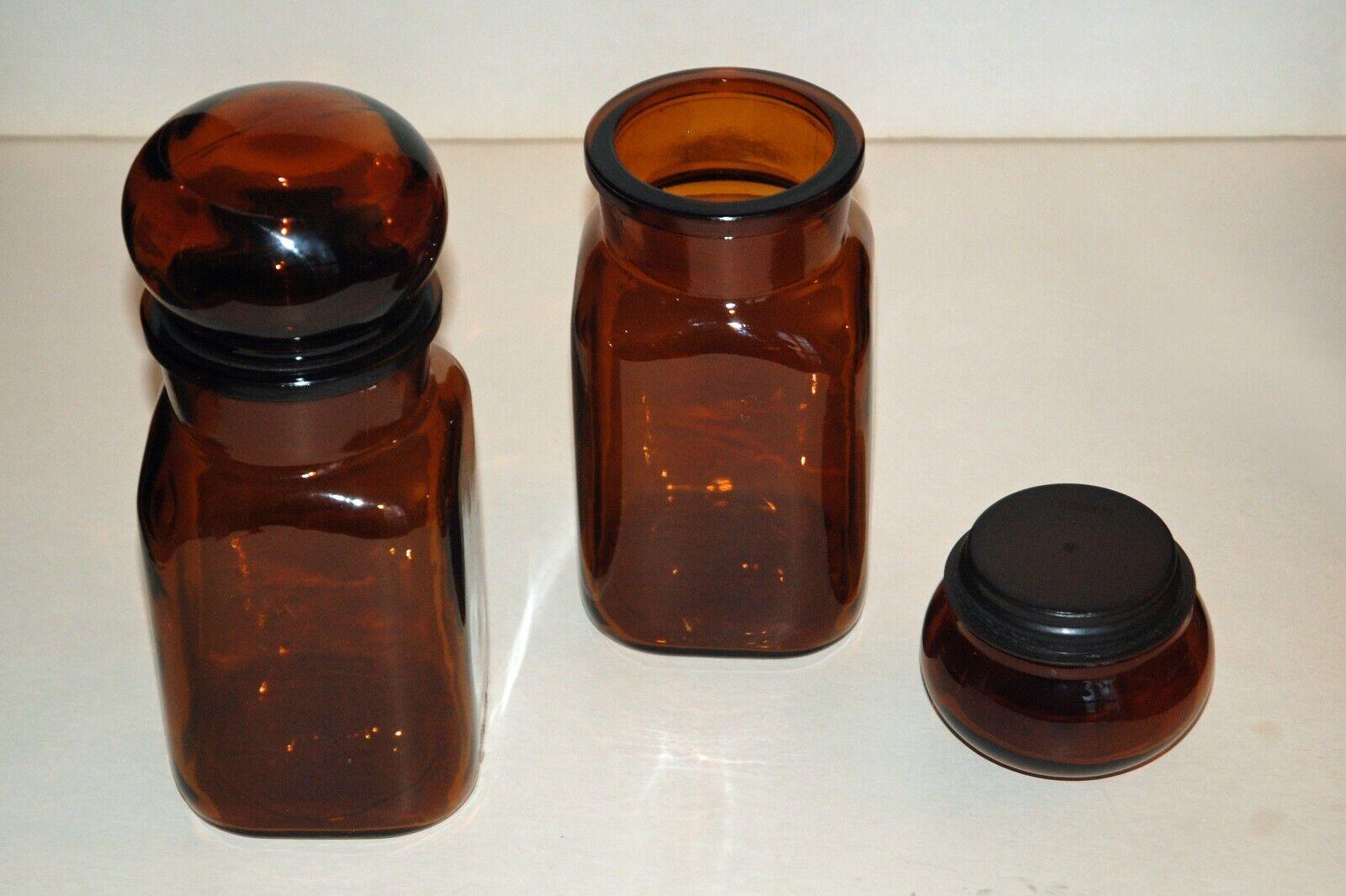 deux bocaux en verre ambré marron - vintage - 9 x 9, haut. 22 avec couvercle
