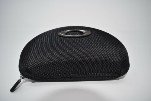 Brand New Authentic Oakley Zippered Array Case Black