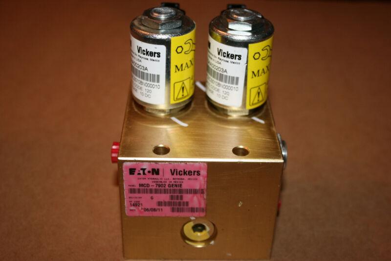 EATON VICKERS MCD-7902 GENIE HYDRAULIC MANIFOLD CHECK VALVES X 2  ( BRAND NEW )