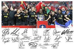 Wigan-Athletic-Squad-Signed-Autograph-Team-Photo-FA-Cup-2013-Ben-Watson-Maritnez