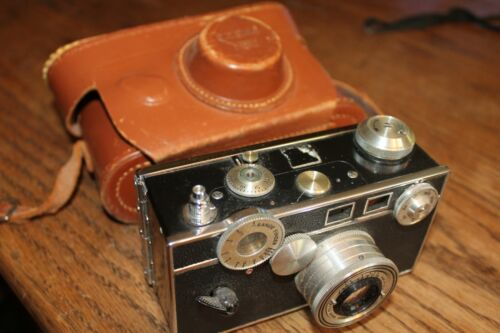 Argus C2 Vintage  Camera and nice original Leather Carrying Case