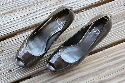Stuart Weitzman Metallic Olive Patent Peep Toe Platform Heels Shoes Size 6.5 (Metallic Patent Peep Toe Heels)