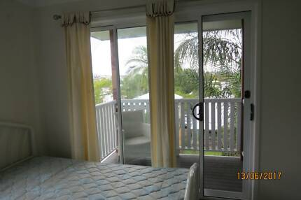 furnished studio with balcony + view East brisbane $240with all