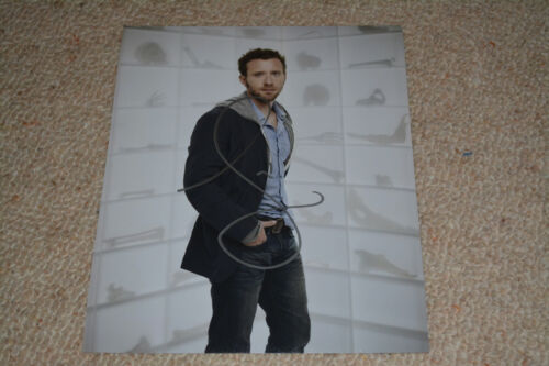 TJ THYNE signed autograph In Person  8x10 (20x25 cm) BONES
