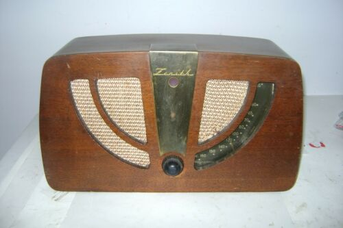 Charles and Ray Eames Designed 1946 Zenith Radio Model 6D030
