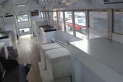 Innen ist vom Schulbus nicht mehr viel übrig geblieben. Zuletzt wurde er als Messe- und Promofahrzeug genutzt.