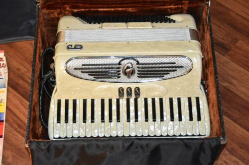 EXCELLENT Giulietti MF.32 Italian vintage accordion box case Handcrafted Italy