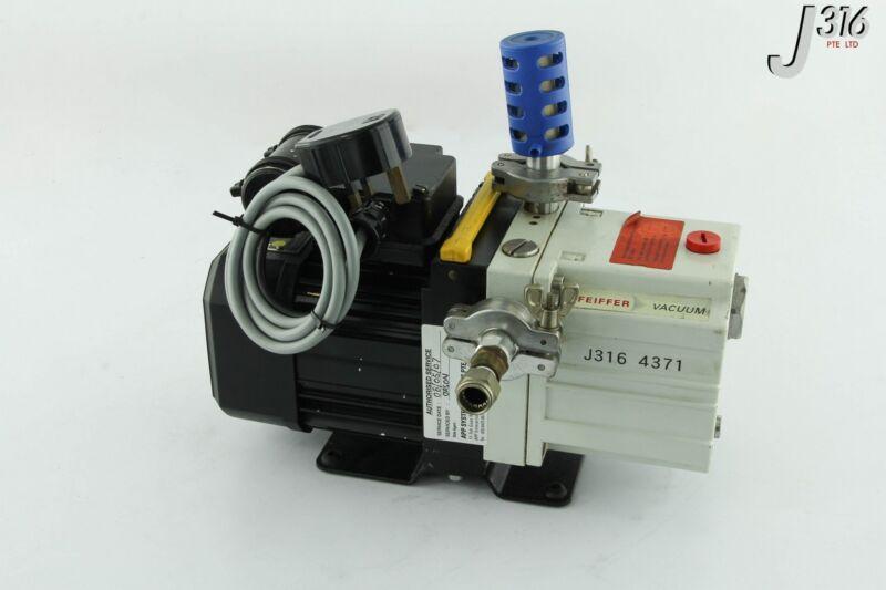 4371 PFEIFFER D-35614 ASSLAR VACUUM PUMP DUO 2.5A PK D41 027A