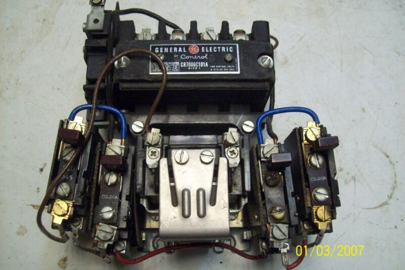 GE General Electric CR7006C101A Size 1 600VAC 7.5 HP Motor Starter 22D151G4