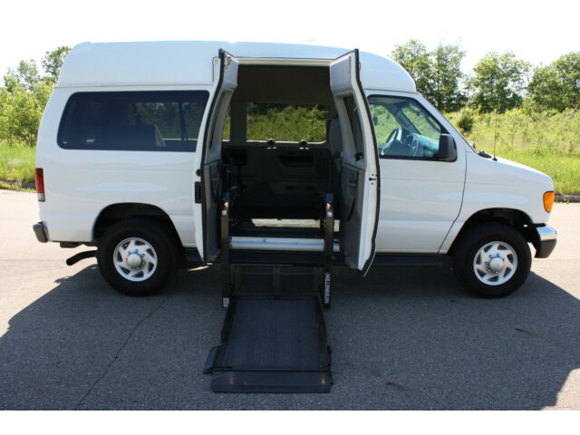 06 Ford Econoline E350 Full Size Side Entry Wheelchair