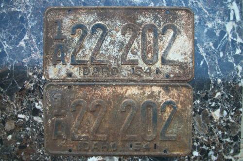 1954 IDAHO LICENSE PLATE PAIR, PASSENGER # 1A22 202.