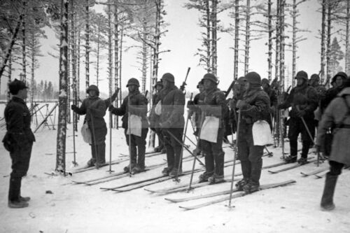 Red Army skiers listen to commander before reconnaissance WW2 photo #381