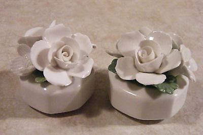 2 VINTAGE Aynsley WHITE Flower Bouquets BONE CHINA ENGLAND Hand Modelled