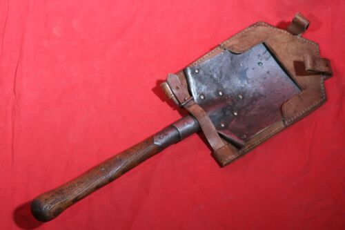 ORIGINAL WWI AUSTRIAN GERMAN FIELD TRENCH SHOVEL WITH FROG . MARKING . 1915 .