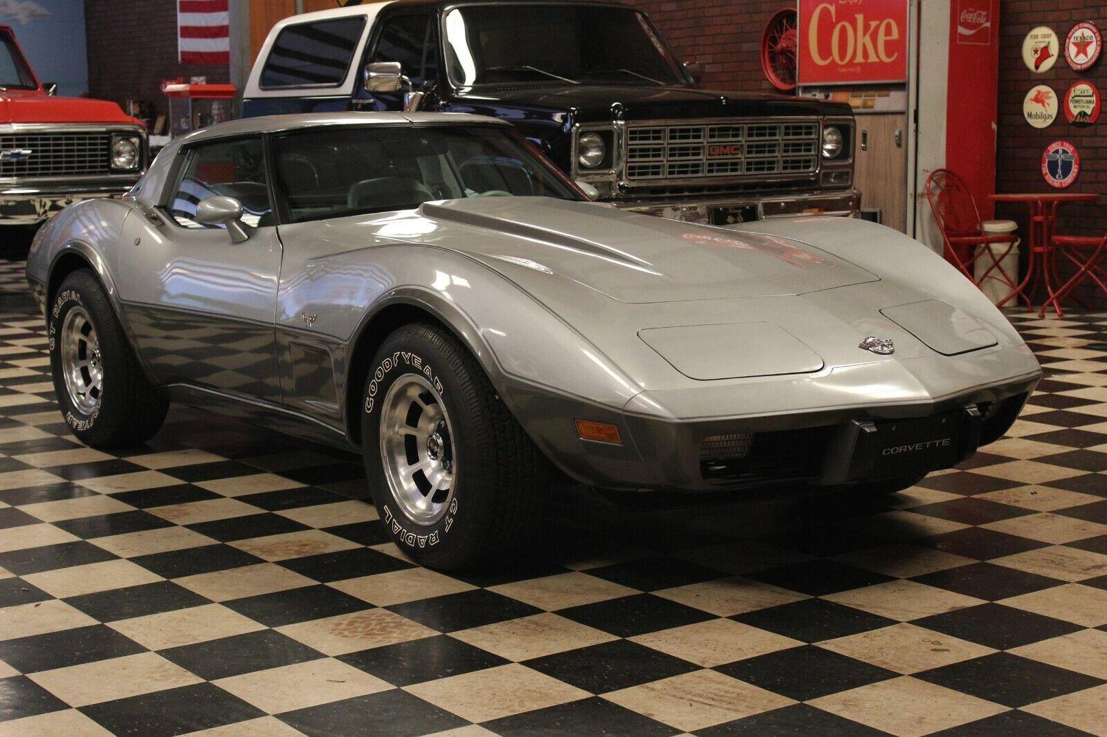 1978 Silver Chevrolet Corvette   | C3 Corvette Photo 1
